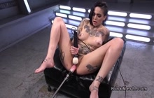 Hot emo Leigh Raven masturbates and squirts